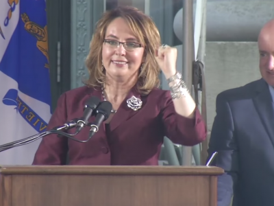 Gabby Giffords speaking at HLS Class Day